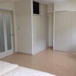 和室を洋室に変更。清潔な印象の白い建具