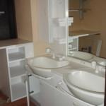 洗面所は2ボールの洗面台が設置されていました。