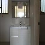 建具、フロアーのメーカーと洗面化粧台のメーカーを揃えることでより統一感を出すことができました。