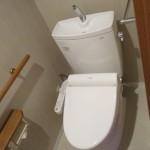 リフォーム後のトイレ。こちらはTOTOのピュアレストQR。節水型の便器。洗浄水量は、従来タイプと比較して約71%の大幅な節水。こちらもエコポイント対象です。