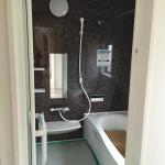 Panasonic バスルーム  1616 AL 壁に使用されているのはモザイクガラスのようで実はツルツル。素材の味わいを引出しながら、お掃除性にも配慮した新しい壁柄。