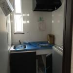 給湯室。電気温水器で対応。
