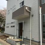 二階事務所への内階段につづく玄関。