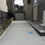 駐車場白のカラー砂利で変化をつけました。