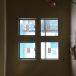 二階洋室窓  下段はFIX 上段は横滑り窓  外側から見るとこの物件のシンボル的存在です。